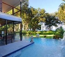 18 Evans Road - Luxury Holiday House
