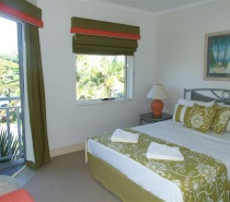 2 BR Beachfront Main BR with balcony access