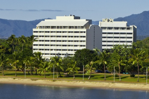 Welcome to Holiday Inn Cairns Harbourside
