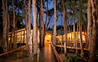 An idyllic Romantic nature resort on the shores of the Great Barrier Reef