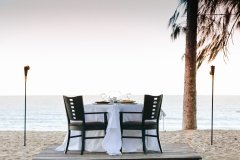 Are you swept away by this romantic beach dinner?