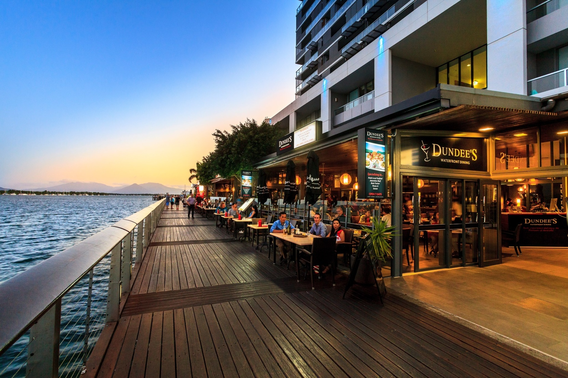 Dundee S Restaurant On The Waterfront Cairns Tourism Town Find Amp Book Authentic